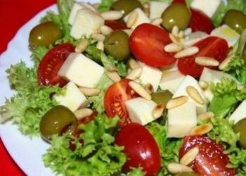 Mocarellas siera salāti ar tomātiem