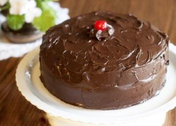 Šokolādes – ķiršu torte ar glazūru