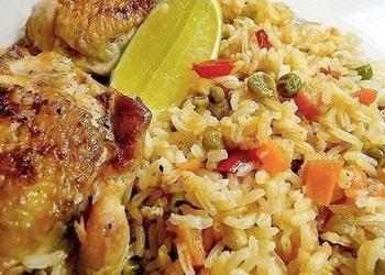 Rīsi ar vistas gaļu - Arroz con pollo