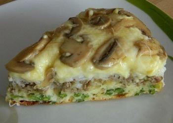 Kārtainais pīrāgs ar sēnēm, sieru un malto gaļu