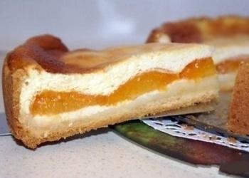 Biezpiena pīrāgs ar aprikozēm