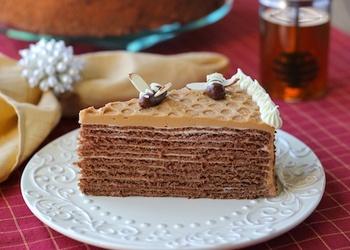 Šokolādes – kafijas kārtainā biskvīta torte