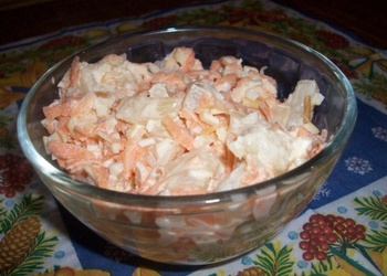 Burkānu salāti ar ananāsiem un kūpinātu sieru