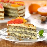 Magoņu – citrusaugļu torte ar vārīto krēmu