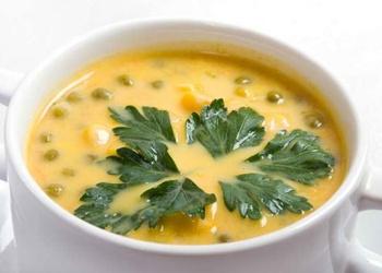 Kartupeļu un zaļo zirnīšu zupa