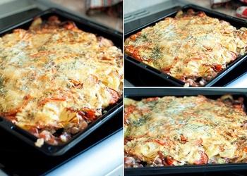 Курица запeчeнная под тeртым картофeлeм