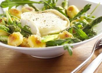 Sparģeļu salāti ar sieru