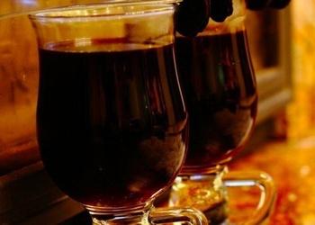 Karsts portvīns ar melnajām plūmēm un apelsīnu