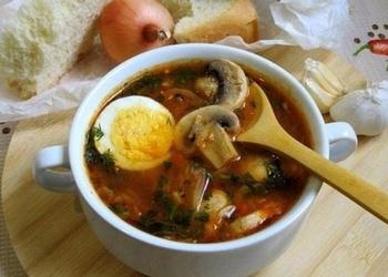 Šampinjonu zupa ar liellopu malto gaļu
