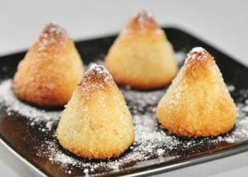 Kokosriekstu piramīdas