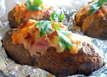Krāsnī cepti, pildīti kartupeļi ar šķiņķi un Čederas sieru