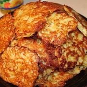 Rīvētu kartupeļu pankūkas ar pienu