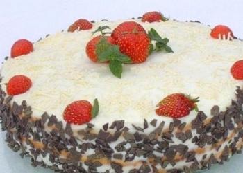 Bezē – siera krēma kūka ar zemenēm