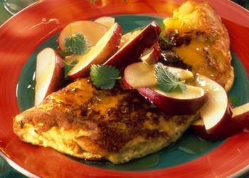 Omlete ar āboliem un iebiezināto pienu