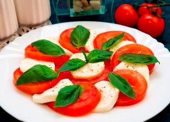 """Itāļu salāti """"Kaprēze"""""""