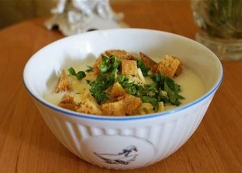 Piena zupa ar kāpostiem un sausiņiem