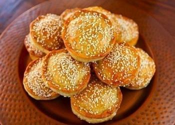 Apaļie pīrādziņi ar gaļu un rīsiem