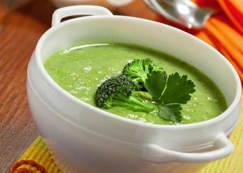 Brokoļu un avokado biezzupa