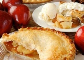 Ābolu un karameļu aizvērtais pīrāgs