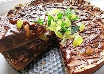 Šokolādes – valriekstu kūka ar vīnogām