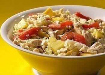 Vistas gaļas salāti ar ananāsiem un Ķīnas kāpostiem