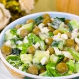 Gurķu salāti ar zaļajiem zirnīšiem