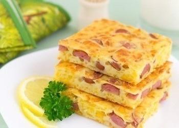 Pīrāgs ar sieru un cīsiņiem
