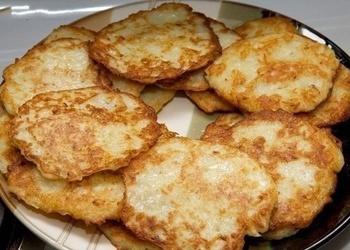 Kartupeļu plāceņi ar sīpoliem