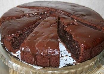 Šokolādes – cukini kūka ar lazdu riekstiem