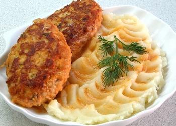 Zivju-garneļu kotletes ar kartupeļu biezeni