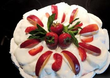 Neceptā zefīra – augļu kūka ar biezpiena krēmu