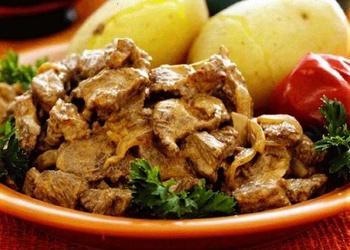 Liellopu gaļas filejas befstrogonovs