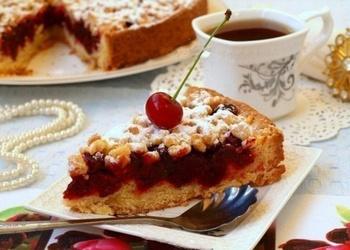 Smilšu mīklas pīrāgs ar ķiršiem