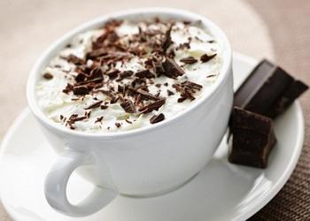 Baltās šokolādes karstais dzēriens