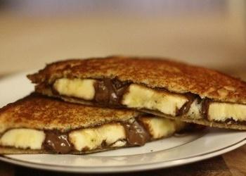 Tostera maizītes ar šokolādes krēmu un banānu