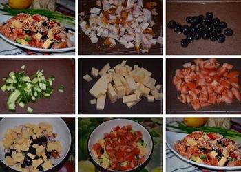 Kūpinātas vistas gaļas salāti ar dārzeņiem un sezama sēkliņām