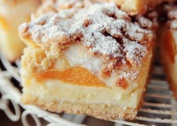 Biezpiena pīrāgs ar persikiem
