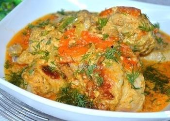 Multikatlā gatavota maiga vistas gaļa skābā krējuma mērcē