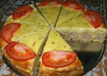 """Pankūku """"gliemezis"""" ar malto gaļu skābā krējuma mērcē"""
