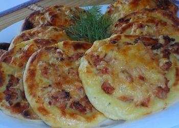Kartupeļu plāceņi ar vistas gaļu