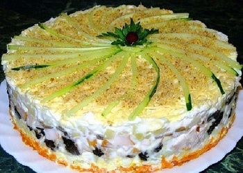 Torte ar žāvētām plūmēm