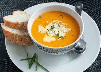 Rīsu un ķirbju zupa ar Parmas sieru