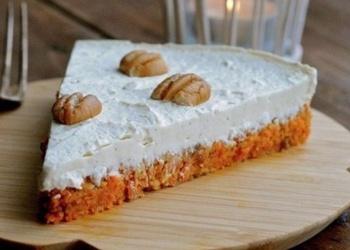 Mazkaloriju krēma kūka ar burkānu pamatni