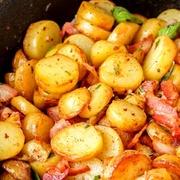 Šķēlēs cepti kartupeļi