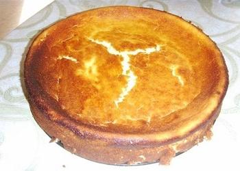 Biezpiena kūka ar mannu bez pamatnes
