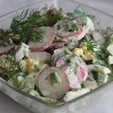 Ziedkāpostu, redīsu un gurķu salāti