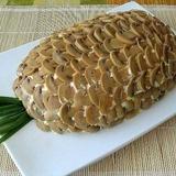 Kārtainie salāti ananāsa formā