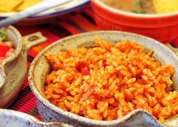 Rīsu sautējums ar dārzeņiem un tomātu sulu
