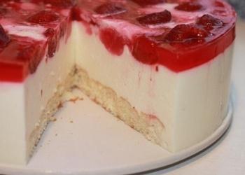 Biezpiena – zemeņu kūka