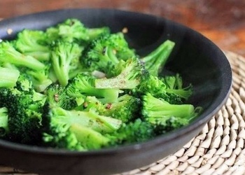 Brokoļi ar ķiplokiem